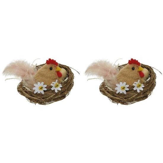 2x Bruine kippen Paasvogel in nest met eitjes 8 cm Paasdecoratie