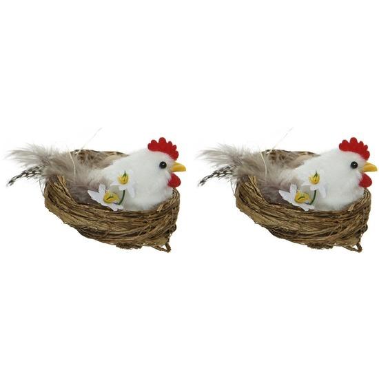 2x Witte kippen Paasvogel in nest met eitjes 8 cm Paasdecoratie